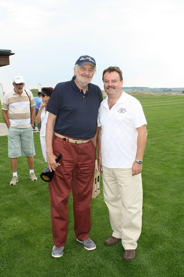 foto - Známé osobnosti hrály golf a pomohly regionu